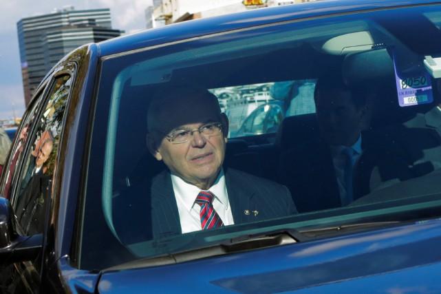 Robert Menendeza dénoncé un «procès injuste» en quittant... (PHOTO REUTERS)