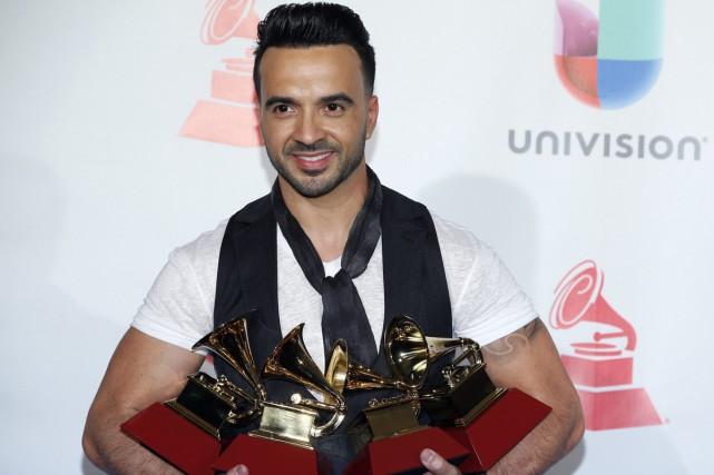 Le chanteur portoricain Luis Fonsia tout raflé jeudi... (PHOTO AP)