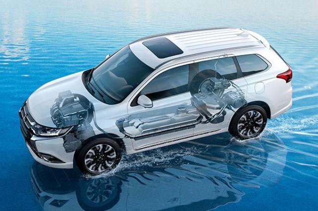 L'Outlander PHEV ne roulera pas sur l'eau --contrairement... (Image : MITSUBISHI)