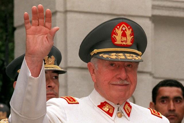 Le dictateur chilien Augusto Pinochet en 1997... (PHOTO ARCHIVES AFP)