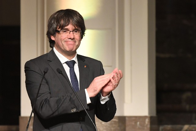 Le président destitué de la Catalogne, Carles Puigdemont... (PHOTO Emmanuel DUNAND, archives AFP)