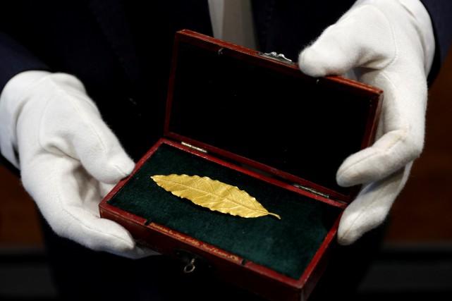 Une feuille de laurier en or destinée à... (Photo Philippe Wojazer, REUTERS)