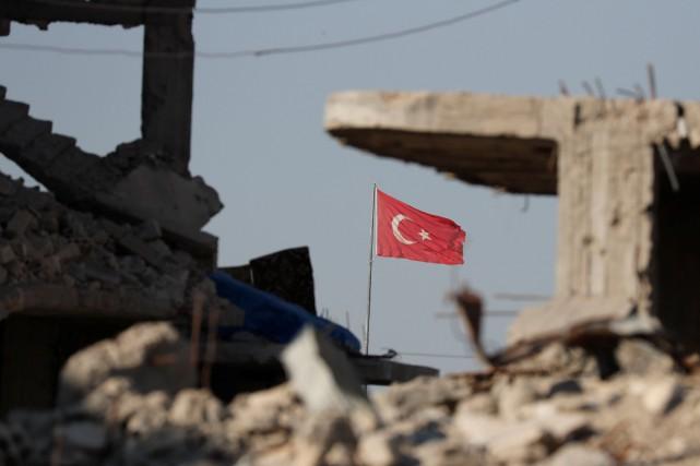 Selon Anadolu, cinq obus ont été tirés en... (REUTERS)