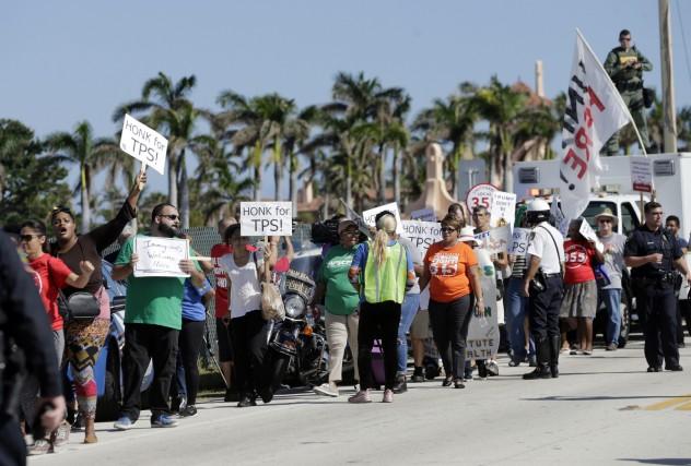 Une manifestation a rassemblé mardi près de 300... (PHOTO AP)