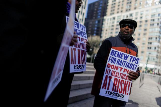 Une manifestation a eu lieu hier à New... (Photo Eduardo Munoz, Reuters)