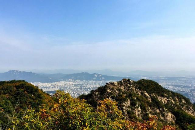 Le parc de Bukhansan abrite trois sommets importants... (Photo Violaine Ballivy, La Presse)