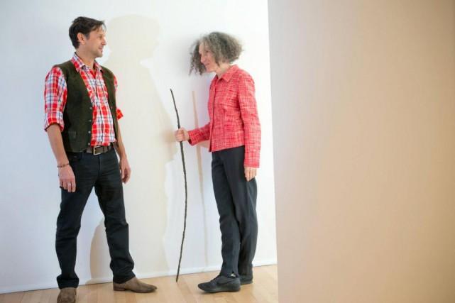 Jana Sterbak près de Jean-Jacques Lachapelle, directeur général... (Photo David Boily, La Presse)