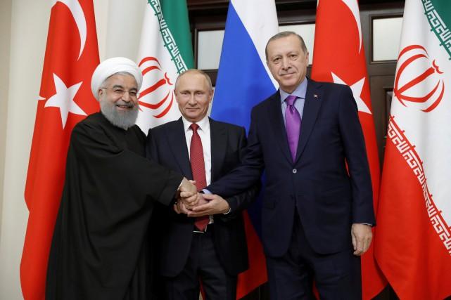 Le président iranien Hassan Rouhani, le président russe... (PHOTO Mikhail Metzel, REUTERS/LE KREMLIN)