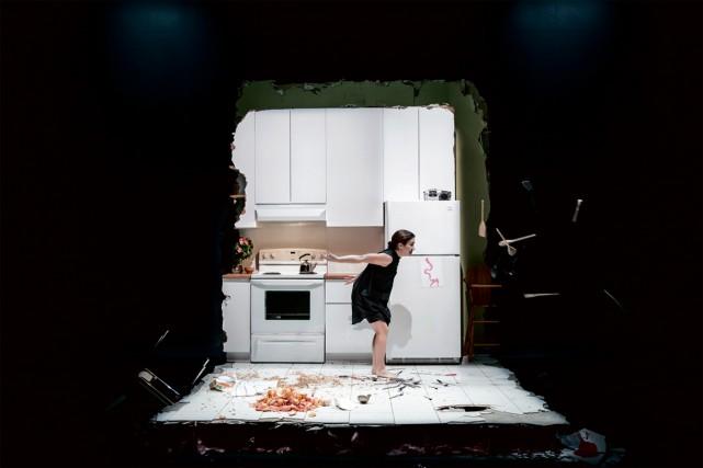 Marie-Eve Milot est seule sur scène dansLes barbelés... (Photo fournie par le Théâtre national de la colline à Paris)