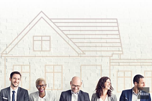 Les prix des maisons grimpent sans cesse, au point où il n'est plus rare de... (Photomontage La Presse)