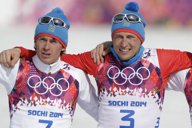 Les fondeurs russes Maxim Vylegzhanin et Alexander Legkov... (Photo Matthias Schrader, archives AP)