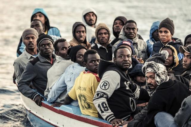 Quelque 114 600 migrants ont débarqué depuis le... (PHOTO AP)