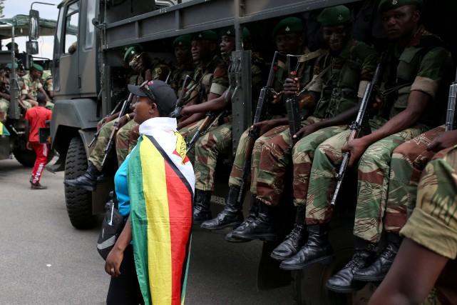 L'armée est intervenue il y a près de... (Photo Siphiwe Sibeko, REUTERS)