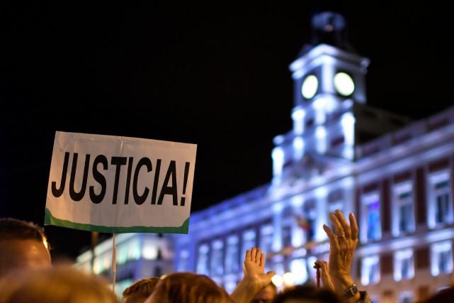 Des milliers d'Espagnoles se sont mobilisées cette semaine... (PHOTO GABRIEL BOUYS, AFP)