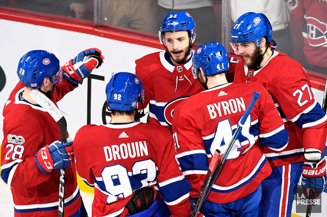 Alex Galchenyuk (27) célèbre son but avec Victor... (PHOTO BERNARD BRAULT, LA PRESSE)