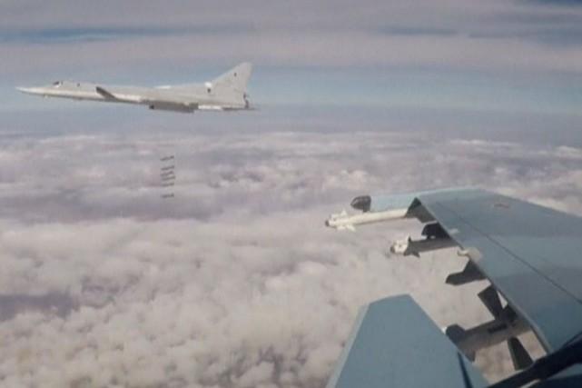 Les raids aériens, menés à l'aube, ont visé... (Photo Ministère de la Défense russe via REUTERS)