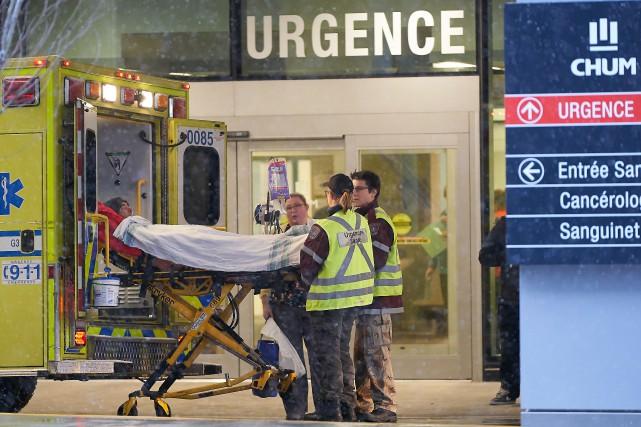 Chaque patient est accompagné d'une infirmière et de... (Photo André Pichette, La Presse)