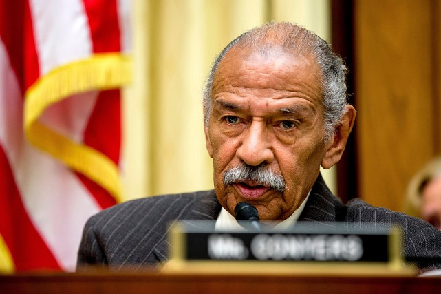 Dans un communiqué, John Conyers a nié les... (PHOTO ANDREW HARNIK, ARCHIVES ASSOCIATED PRESS)