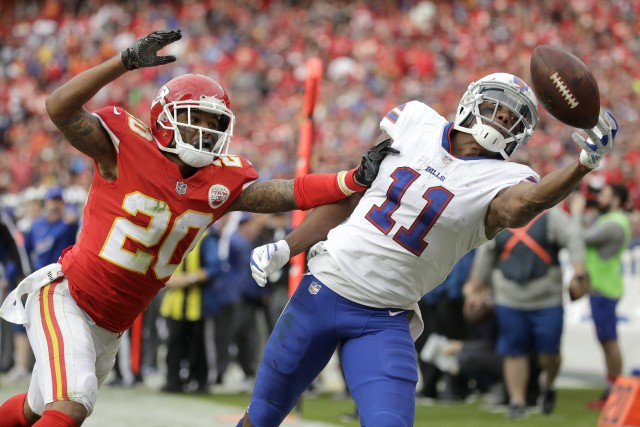 Le receveur des Bills Zay Jones (11) n'a... (Photo Charlie Riedel, AP)