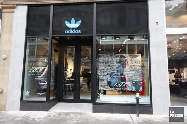 La réouverture de la boutique Adidas au centre-ville... (PHOTO MARTIN CHAMBERLAND, LA PRESSE)