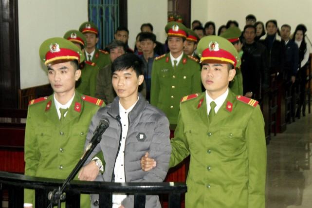 Nguyen Van Hoa (au centre).... (Photo Cong Tuong, Vietnam News Agency via AP)