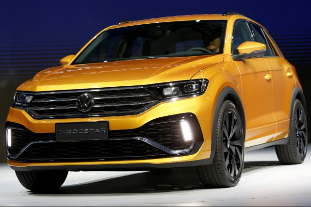 Un petit VUS Volkswagen T-Roc Star assemblé en... (photo REUTERS)