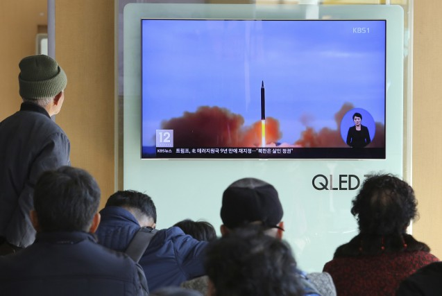 Des signaux radio et de l'activité radar sur une base de missiles nord-coréenne... (ARCHIVES AP)