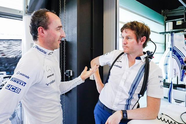 Robert Kubica et le directeur de la performance... (Photo : compte Twitter de l'écurie Williams)