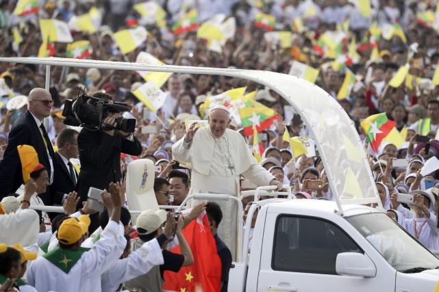 Le pape François arrive jeudi au Bangladesh pour... (AP)