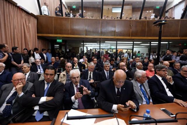 Les 48 anciens militaires ont été condamnés à... (PHOTO Marcos Brindicci, REUTERS)