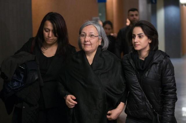 La mère du défunt, Hanim Sen (au centre),... (Photo Olivier Jean, Archives La Presse)