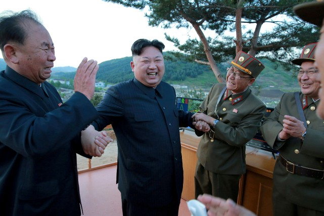 Le leader nord-cpréeen Kim Jong Un... (REUTERS)