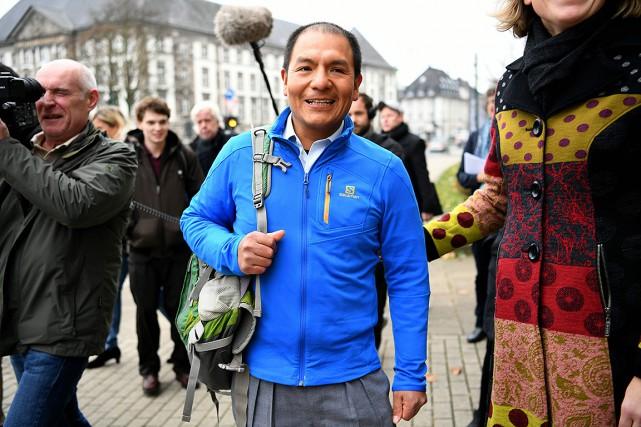 Saul Luciano Lliuya, agriculteur et guide de haute... (PATRIK STOLLARZ, ARCHIVES AFP)