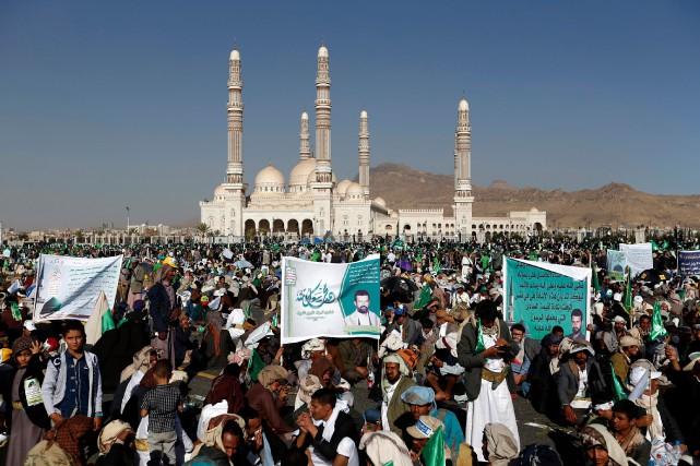 Le grand rassemblement des Houthis, à l'occasion de... (Photo Mohammed Huwais, Agence France-Presse)