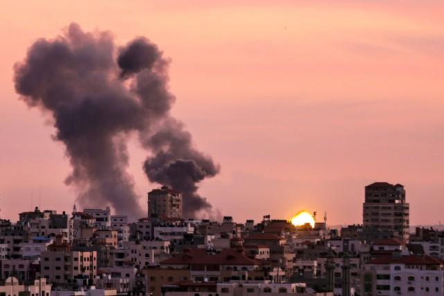 Un échange de tirs de mortier palestiniens, et... (Photo MAHMUD HAMS, Agence France-Presse)