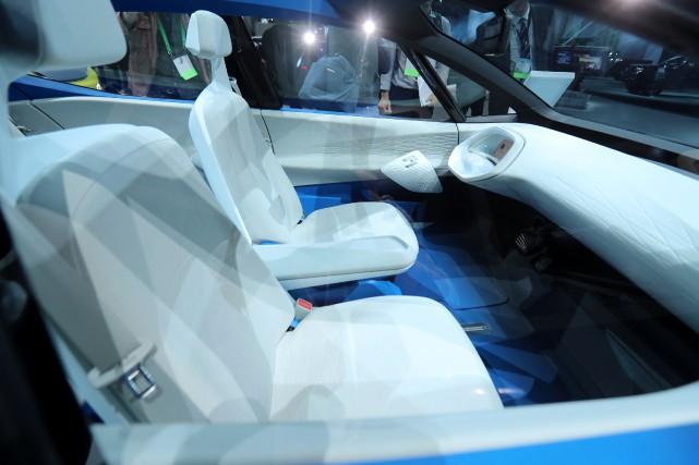 L'intérieur du prototype Volkswagen I.D. concept, exposé au... (Photo REUTERS)