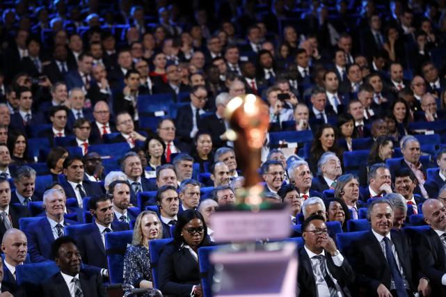 Le convoité trophée de la Coupe du Monde.... (Photo Alexander Zemlianichenko, AP)