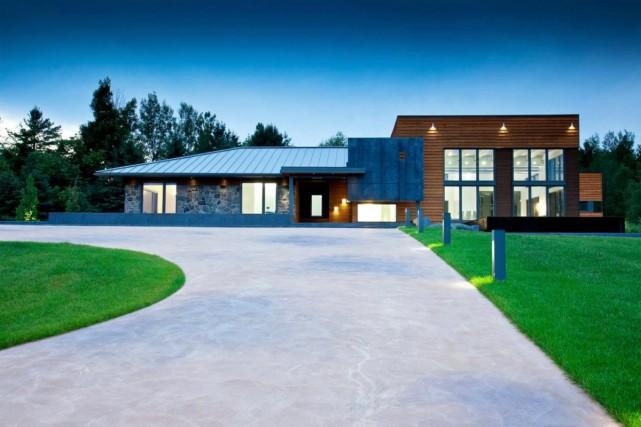 La propriété se situe dans un secteur prestigieux... (Photo fournie par Centris)