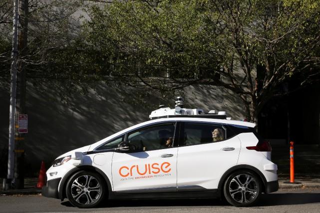 La passagère de cette Chevrolet Bolt autonome sourit,... (photo : REUTERS)