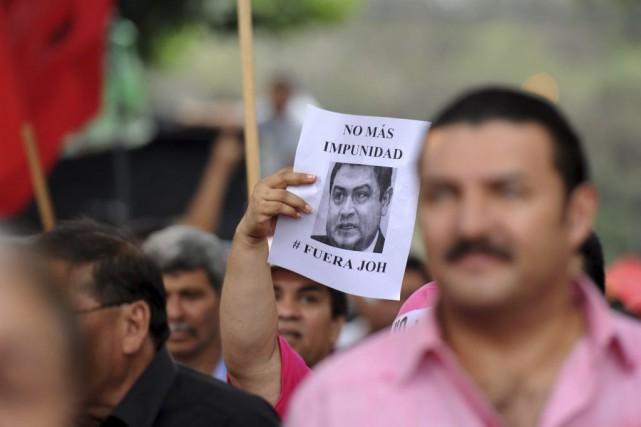 Des opposants au président Juan Orlando Hernandez manifestaient... (Photo ORLANDO SIERRA, AFP)