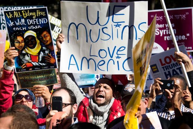 Manifestation à Washington en octobre dernier dénonçant ledécret... (ARCHIVES AFP)