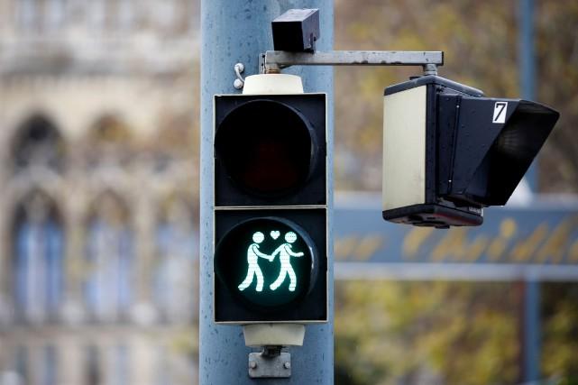 Les couples homosexuels pourront bient t se marier en for Haute juridiction