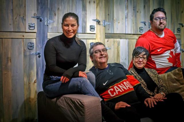 La plongeuse Roseline Filion en compagnie de ses... (Photo Olivier Jean, La presse)