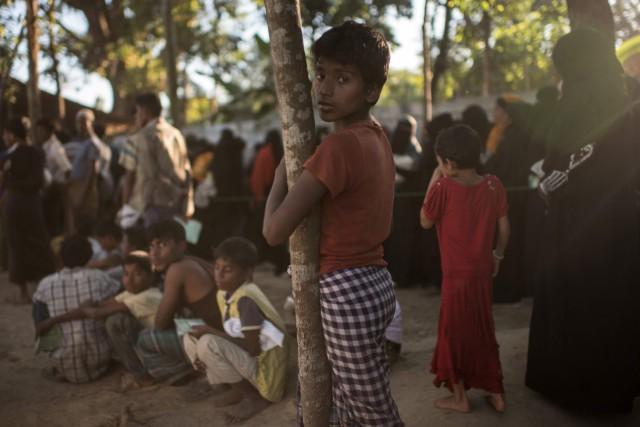 Quelque 626 000 Rohingyas ont fui les violences... (PHOTO AFP)