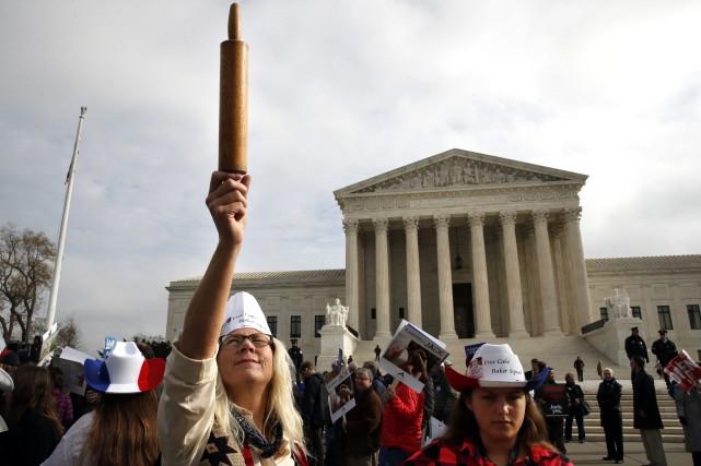 Une manifestation en appui au pâtissier Jack Phillips... (PHOTO AP)