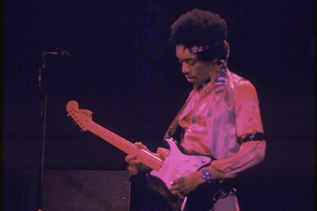Jimi Hendrix lors d'un spectacle à New York...