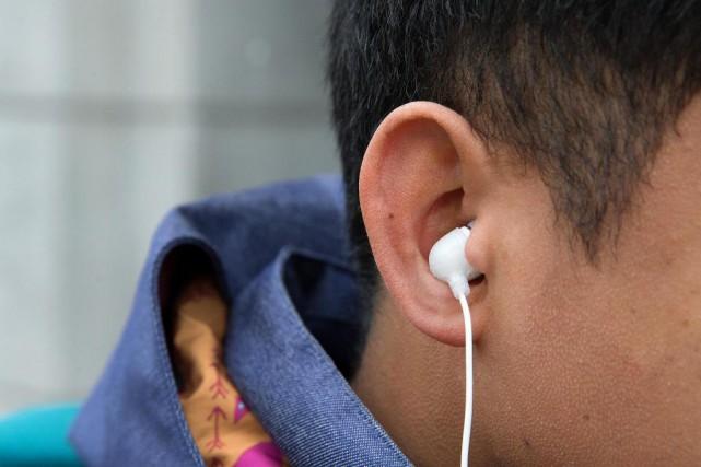 Écouter de la musique à tue-tête peut avoir... (PHOTO ROBERT SKINNER, LA PRESSE)