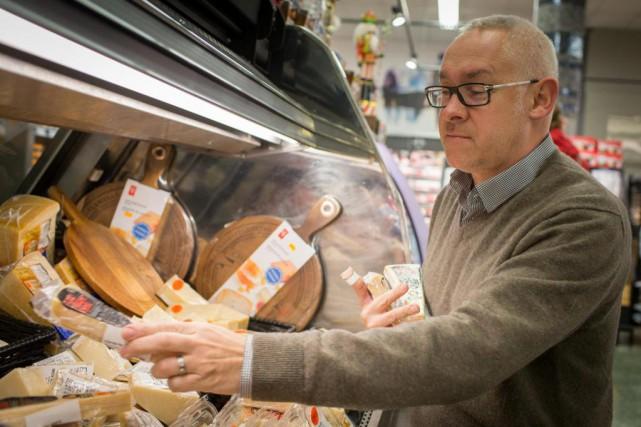 Frank Hénot, propriétaire de l'Intermarché Boyer, dit perdre... (Photo Olivier Pontbriand, La Presse)