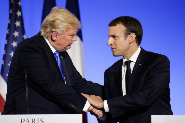 Donald Trump et Emmanuel Macron lors d'une conférence... (ARCHIVES AP)