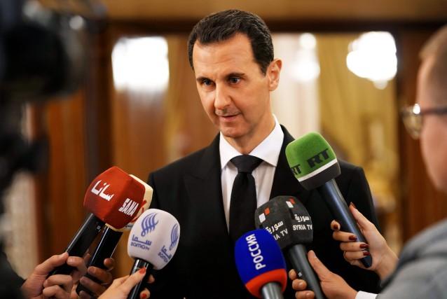Bachar al-Assad s'Est entretenu avec des médias, lundi,... (PHOTO AFP)